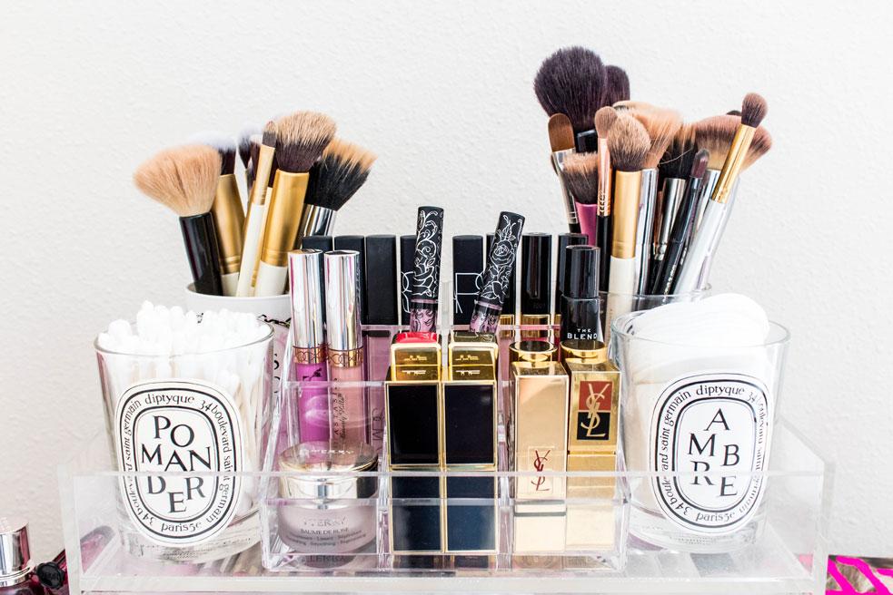 Detail photo of makeup