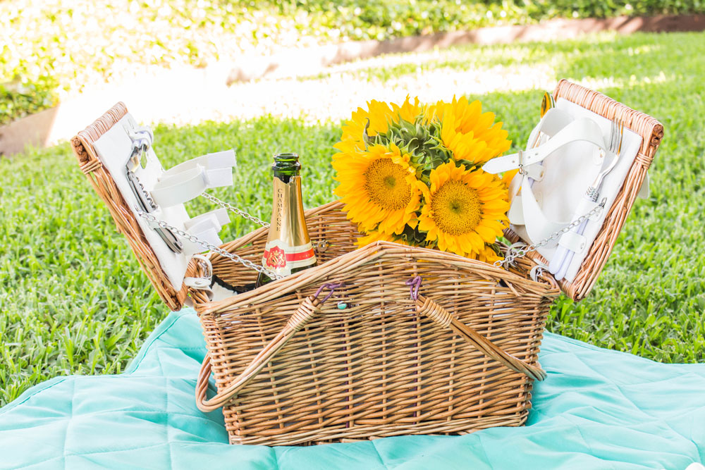 Picnic basket with sunflowers