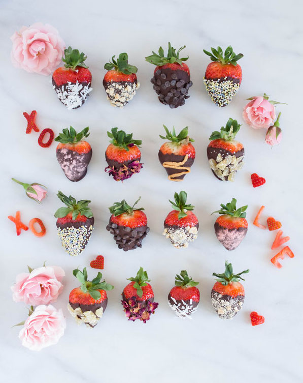 Homemade and Healthy Chocolate Covered Strawberries with Toppings
