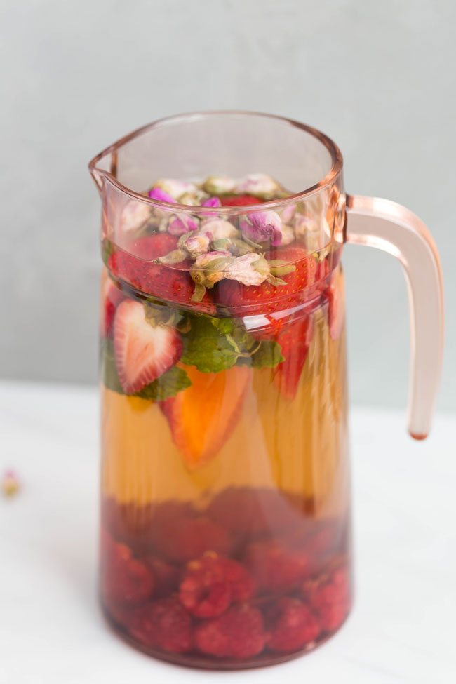PITCHER OF MORNING ROSE SUMMER TEA